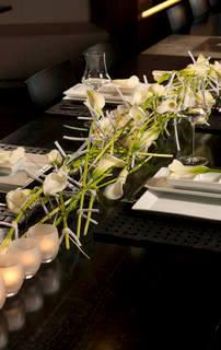 Bilde av blomster som borddekorasjon